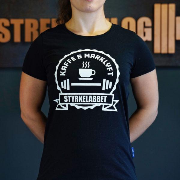 Sandrine visar upp den nya Kaffe & Marklyft i XS